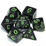 D&D DOBÓKOCKAKÉSZLET tömör fekete zöld számmal / DICE SET Solid Black w/ Green numbers (7)