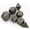 D&D DOBÓKOCKAKÉSZLET FÉM keretes antik nikkel / METAL DICE SET Framed Tarnished Nickel (7)